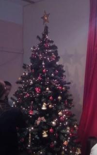 Το Κατηχητικό της ενορίας του Αγίου Δημητρίου Σιάτιστας, στόλισε το χριστουγεννιάτικο δέντρο του