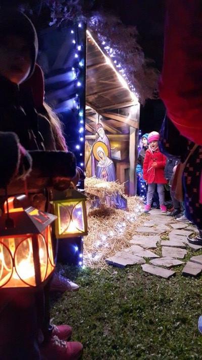 Παιδικές χορωδίες της Ι.Μ.Γρεβενών στη φωταγώγηση της φάτνης του Επισκοπείου